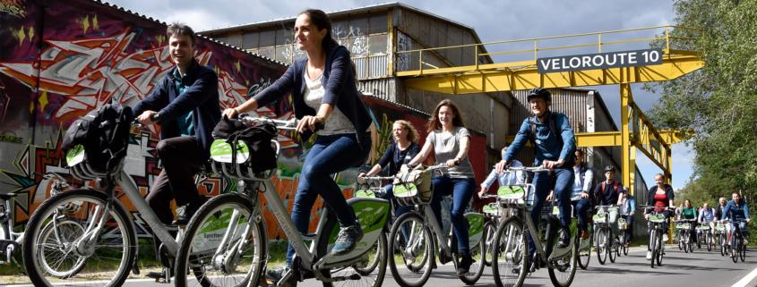 Fahrradfahrer auf der Veloroute 10 in Kiel.